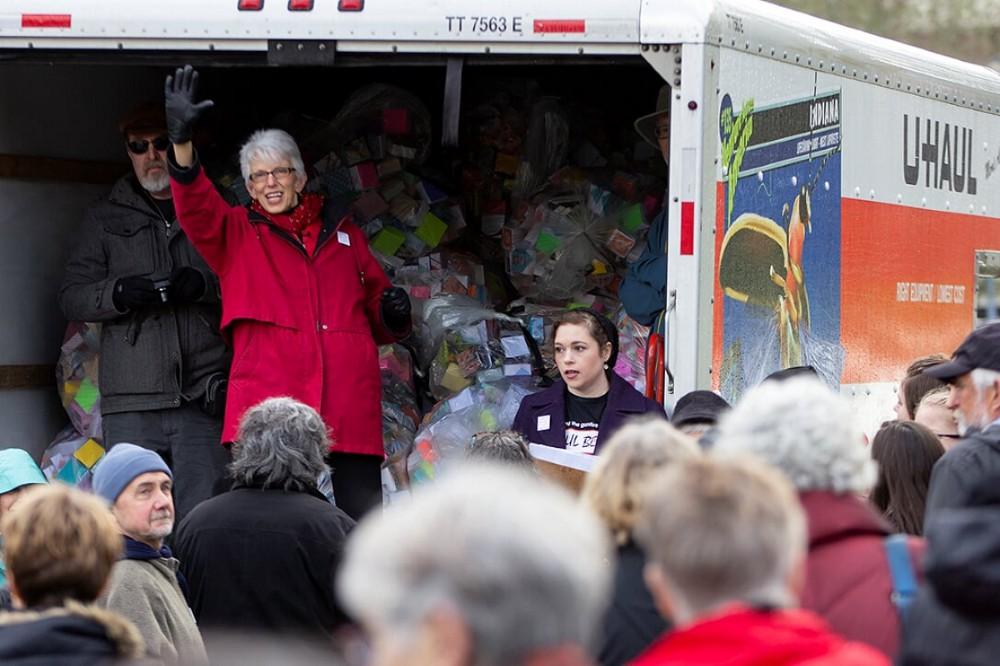Founder Leslie Lee speaks to Soul Box Project volunteers
